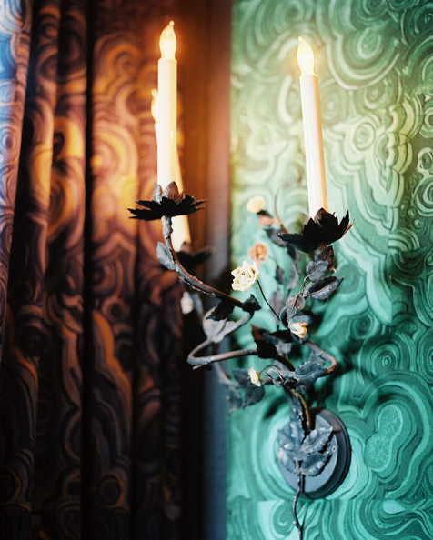 Hutton+Wilkinson+sconce+backed+malachite+wallpaper+DsgvdG3o4rll